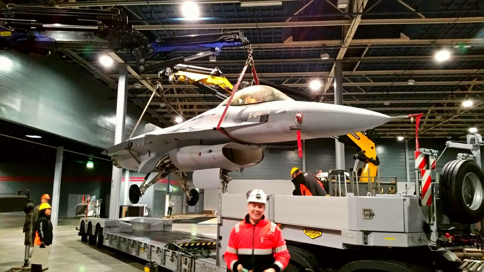 F16 hijsen